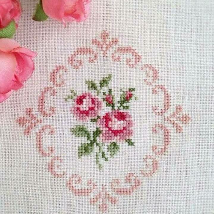 Kanaviçe gül motif mini tablo çerçeve