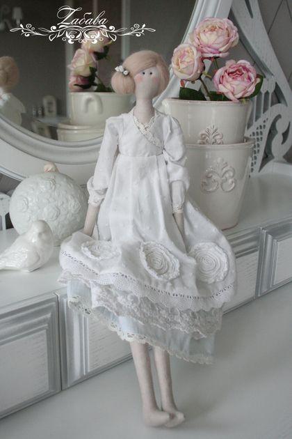 Tilda bonecas artesanais.  Mestres Feira - estilo boneca artesanal Tilda graça.  Handmade.
