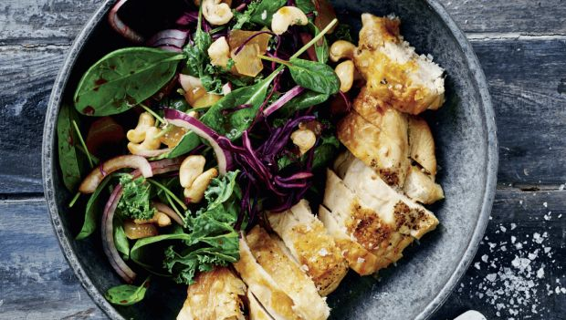 kyllingebryst og spinatsalat med syltet ingefær
