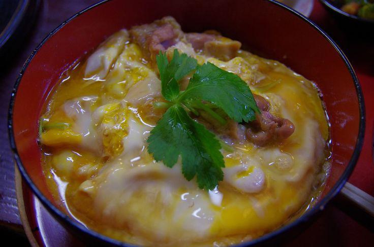 Dnes zavítáme do Japonska. Tradiční japonské jídlo oyako je kulatá miska rýže, doplněna kousky vepřového nebo hovězího masa a zalitá...