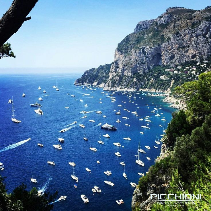 Ilha de Capri, Itália #capri #italia #italy #costaamalfitana #amalfi #cambio #moneyexchange Foto: Arquivo Picchioni @thiagoaribeiro