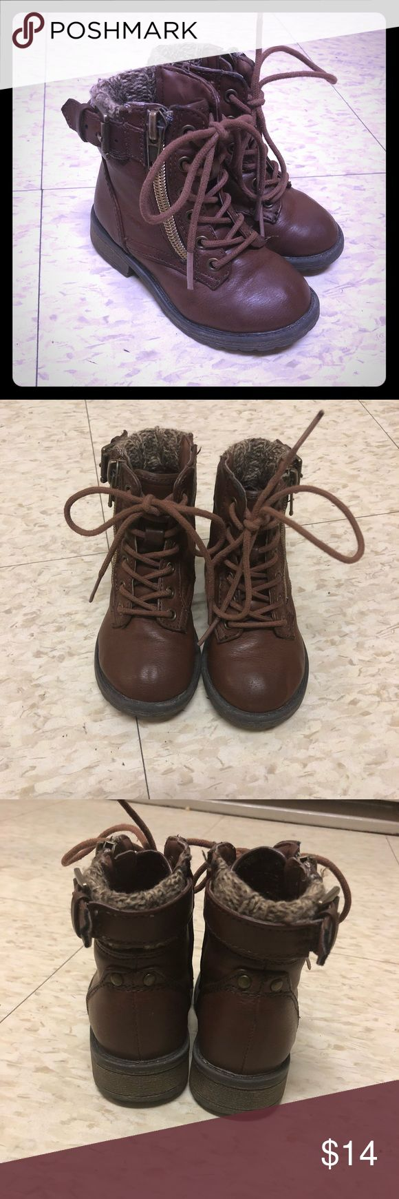 Steve Madden Toddler Girl Boots Size 6 Steve Madden Toddler Girl lace up boots!  Size 6  Buckle on top - zip up the side - lace up the front .  Absolutely adorable boots. One of my favorites.  Gently worn. A few scuffs on left toe, but you honestly can't tell unless you're holding it close to your face. Steve Madden Shoes Boots