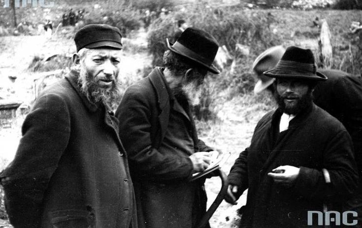 Feast of the of Rabbi Remuh of Remuh Cemetery in Krakow (May 1931).. Participants of the ceremony.