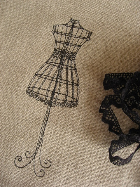 Broderie machine sur lin by mimosa1973, via Flickr