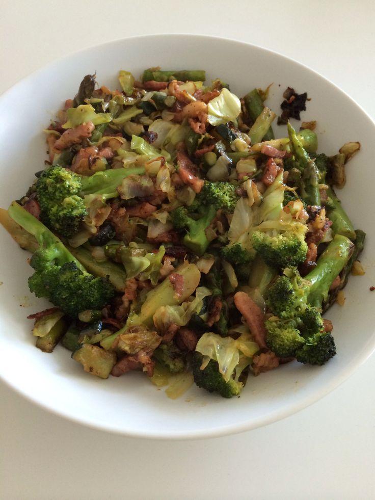Smørstegte grøntsager med bacon - skøn måde at gøre grøntsager interessante