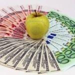 ¿Por qué Apple ha subido los precios de las apps para la App Store? Apple sube los precios de sus apps en los países de la zona Euro, principalmente debido a la bajada de cotización durante 2012 de la moneda europea. Conoce los nuevos datos de precios, repartos, el modelo de negocio de Apple en Europa y el por qué en profundidad de estos cambios.