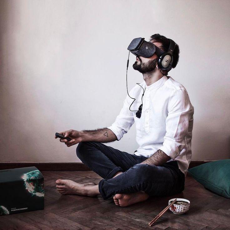 {DrivenByPositiveEnergy}   Qui siamo avanti. La tecnologia è sempre stato un mio tassello di vita.  Sono nato e cresciuto negli anni in cui c'è stato il boom dell'Internet e mi sono evoluto e adattato insieme a tutto ciò.  Ora è con estremo piacere che posso svelare la mia partecipazione al progetto ŠKODA VISION E previsto al salone di Shangai   Oggi ho ricevuto l'oculus per la realtà virtuale che mi permetterà di entrare in una nuova dimensione per un po' scoprendo la concept car accedendo…