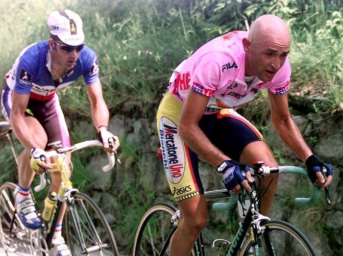 Každý ho poznal pod prezývkou Pirát.  Marco Pantani patril k hŕstke cyklistov, ktorí v jednej sezóne získali titul z Tour de France a zároveň z Giro d'Italia....