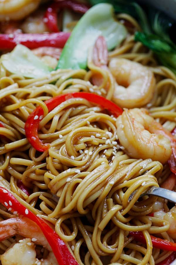 Shrimp Lo Mein - the best and most delicious Shrimp Lo Mein recipe ever! Made with Simply Asia Chinese Style Lo Mein Noodles, it's better than Chinese restaurants | rasamalaysia.com