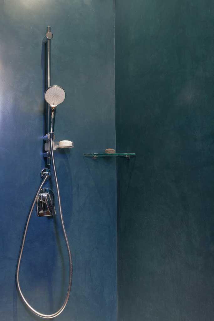 particolare parete bagno doccia in microcemento