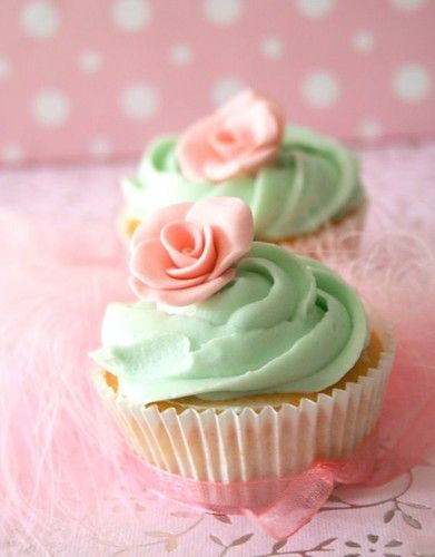 Choose decorated vanilla cupcakes with peach color roses and pink bows to complete a rose theme party for little girls. photo via vi.sualize.us