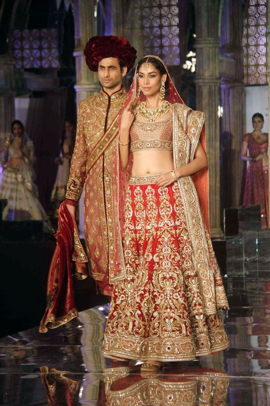 Bridal gold and red lehenga by Tarun Tahiliani