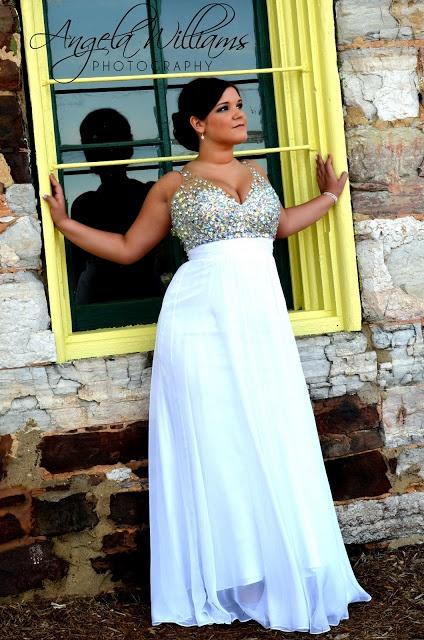 Prom photo idea..so pretty...love the dress!