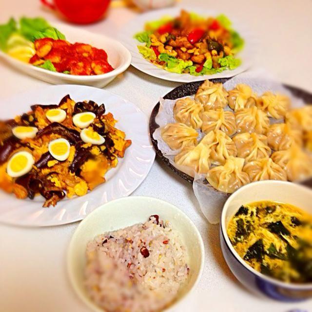 友達と料理会♡ テーマは中華! いっぱい作っちゃいました♪ - 5件のもぐもぐ - *海老チリ *キクラゲと卵の中華炒め *鳥もも肉とカシューナッツの甘辛炒め *小籠包 *卵スープ by Mutsumi Minakuchi