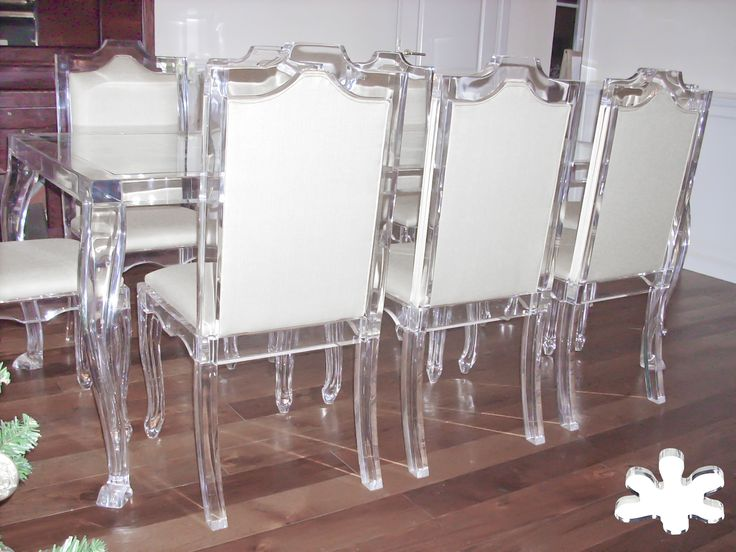 Acrylic furniture - Lucite Acrylic dining table with 8 acrylic chairs - TAVOLI PRANZO IN PLEXIGLASS | Tavolo trasparente in plexiglass 05.mod. 800 | Tavolo plexiglass cm.200 x 100 h.76 - telaio sp.mm.60 - gambe sez.mm.80 #lucite #design #homedecor #acrylic