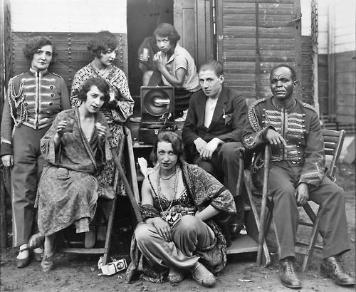 vintagemarlene:  circus people by august sander, 1926...