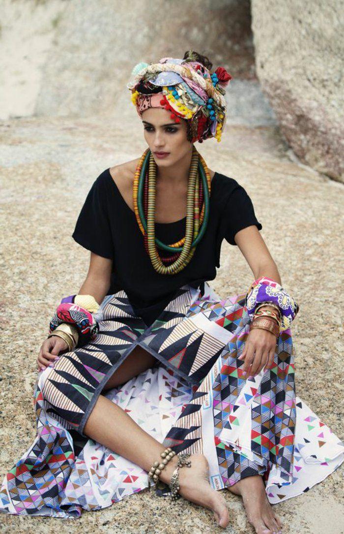 tenue africaine, jupe ethnique fendue, foulard turban, bijoux volumineux