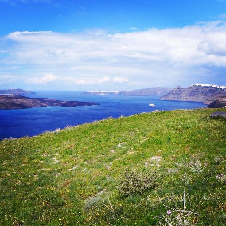 The unspoiled caldera of Megalochori in Santorini www.santoriniheritagevillas.com #santorini  #santorinivillas #greece #travel