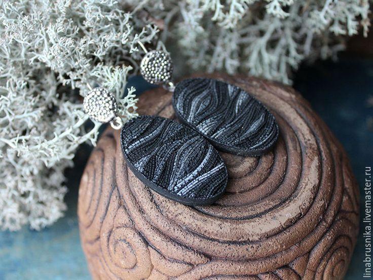 """Купить серьги """"Черные пески. Зима"""" - черный, песок, черные серьги, Камчатка, овальные серьги"""