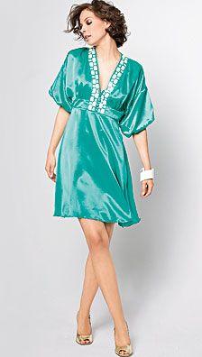 Le patron et les explications pour réaliser la robe kimono qui était sur l'ancien site Burda. Taille 34 à 44. 2 fichiers à charger.
