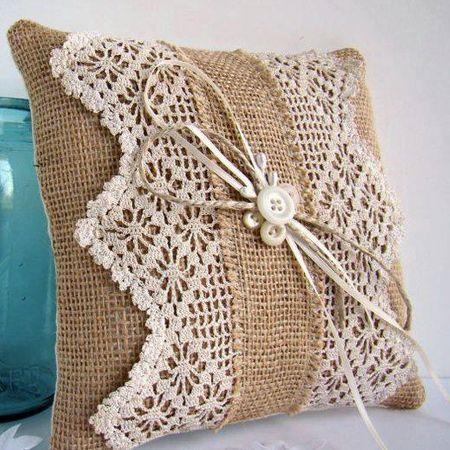 Make a burlap cushion with lace design