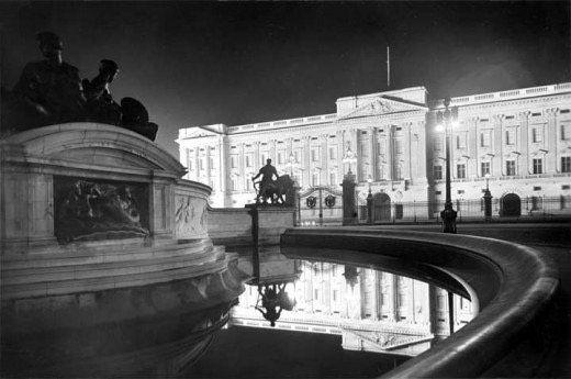 Buckingham Palace at night, c1920s.