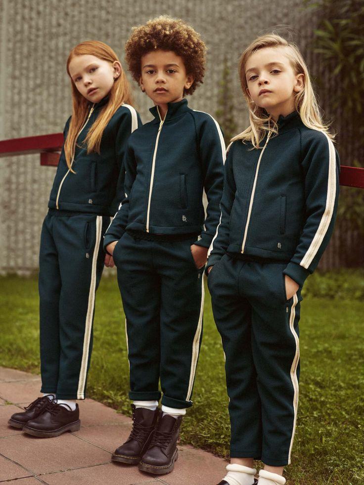 Les enfants en joggings.