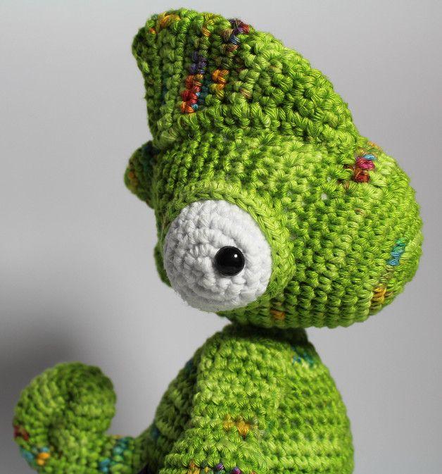 Häkelanleitung für ein niedliches Chamäleon als PDF E-Book / crocheting tutorial for a cute little chameleon by Kiezmasche via DaWanda.com