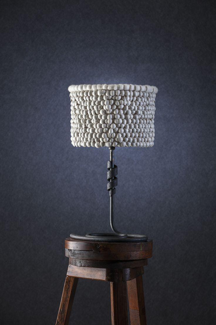 Modellata - Lampada da tavolo con diffusore in pelle e seta, base in ferro verniciato.     Modellata - Table lamp with lampshade made of leather and silk, painted iron base. #lamp #fabric #abatjour #art #interiordesign #furniture