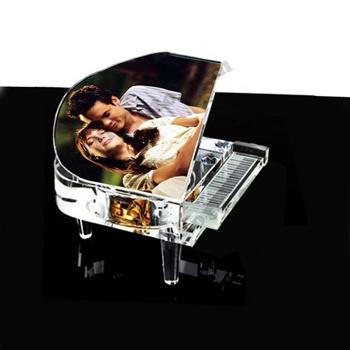 Resim Baskılı Müzik Kutulu Kristal Piyano  http://www.sihirlifoto.com/Resim-Baskili-Muzik-Kutulu-Kristal-Piyano,PR1119,1.html