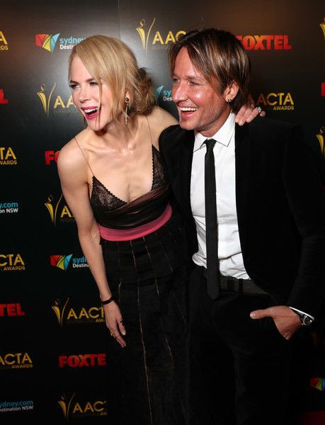 Keith Urban Photos Photos - Actress Nicole Kidman (L) and musician Keith Urban attend The 6th AACTA International Awards on January 6, 2017 in Los Angeles, California. - The 6th AACTA International Awards - Red Carpet