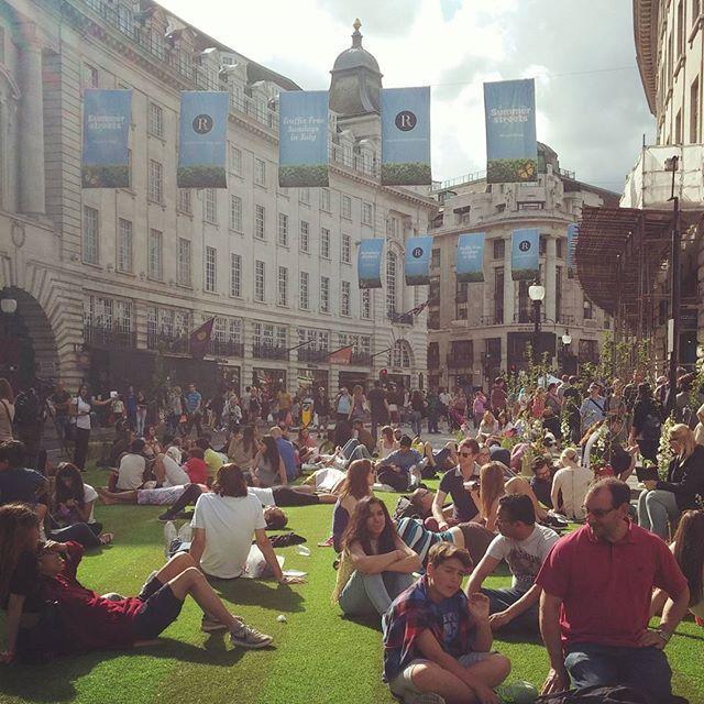 @chloe_lovelee #ukig #uk #london #regentstreet #piccadillycircus #영국 #런던 #햇살좋은날