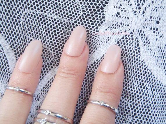 unghie rosa cipria opaco ovali unghie finte di LaSoffittaDiSte