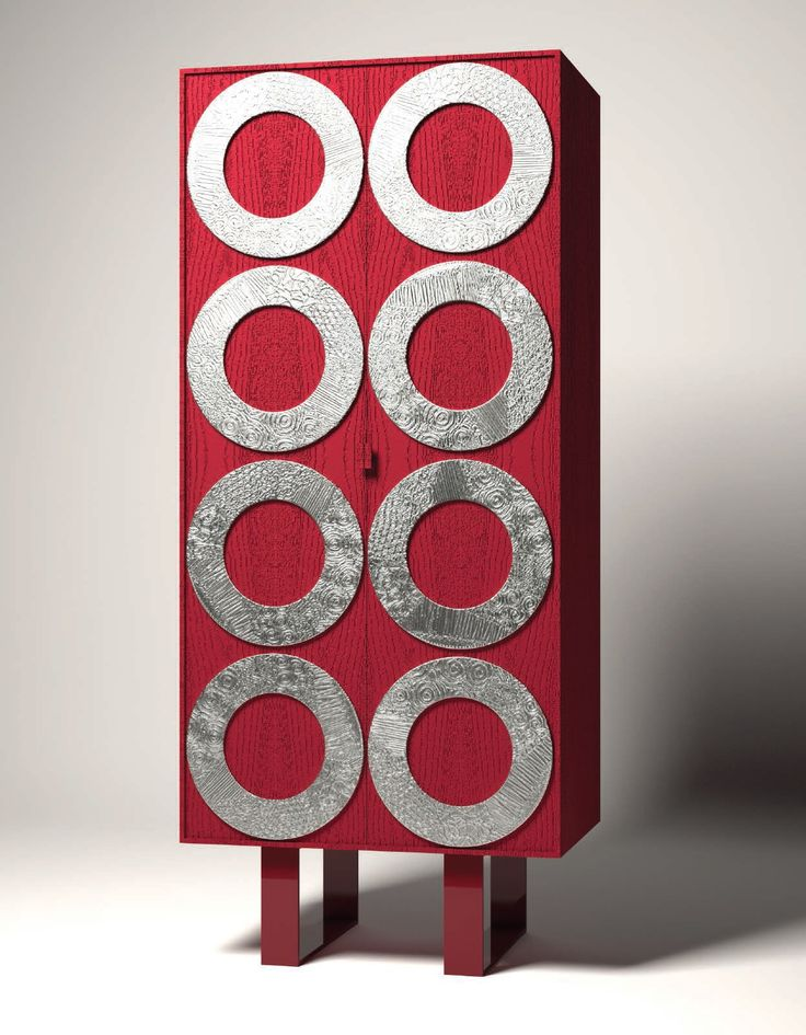 Collezione compilation by Fabio Masotti Le geometrie di questa collezione sono ritmate dall'uso del disco che diventa elemento identificativo e simbolico. #artdesign #mobili #arredamento #complementi #arredo #fabio #masotti