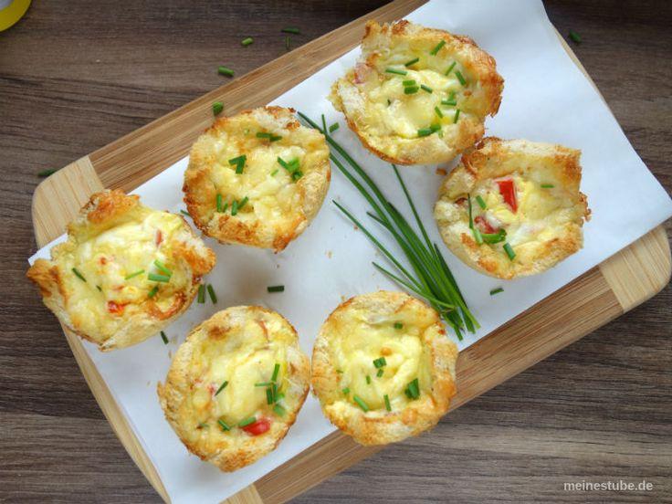 Leckere Toast-Törtchen mit gekochten Schinken und Tomaten. Überbacken mit einer Käse-Eier-Mischung. Ideal als Frühstück, oder auch kalt für unterwegs.