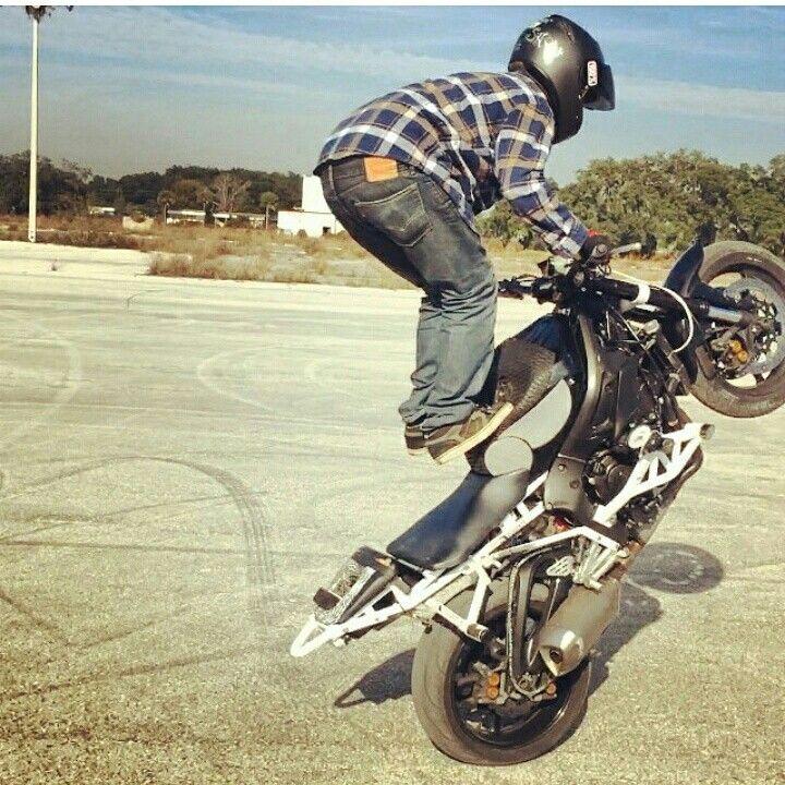 Sponsored Rider @devrendwolf stepping up his stunt game to include tank tricks #zeusarmor #dowork #yamaha #r6s #stunt #crashcage #proseries #strong #cheatersubcage #subframe #scrapebar #hockeystixbraces #subbrace #tailsaver #stepplate