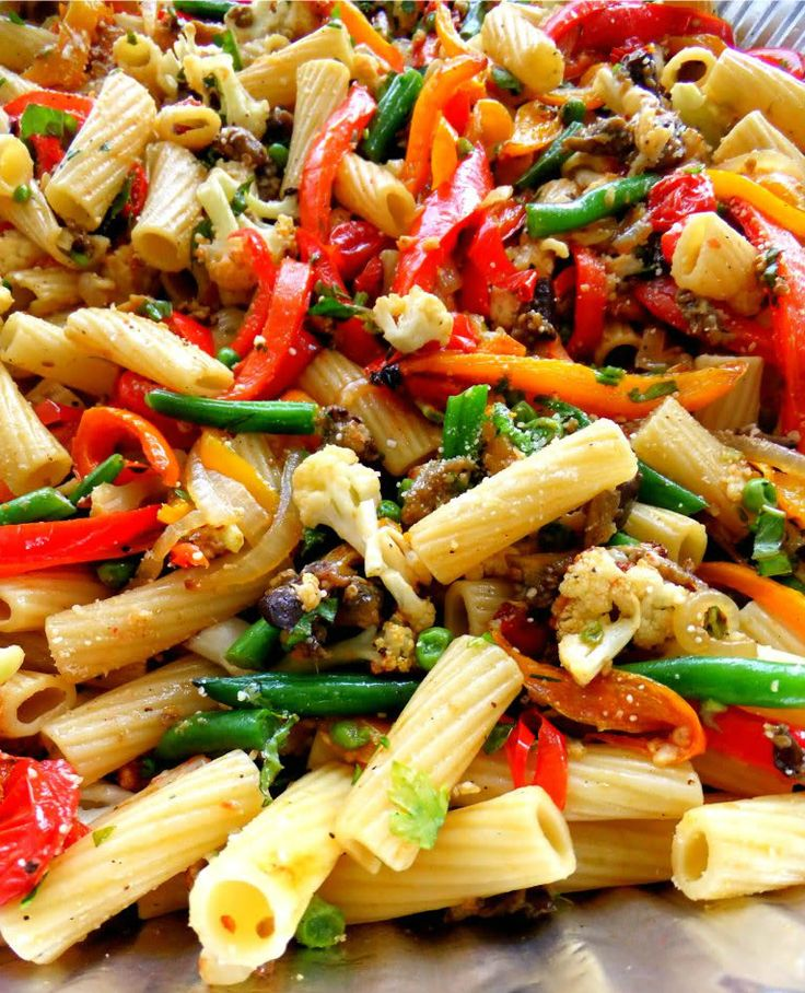 Roasted Veggie Pasta for a CrowdVegetables Pasta, Dinner, Tasty Recipe, Cooking For A Crowd, Eating, Yummy, Veggies Mail, Roasted Veggies, Food For A Crowd
