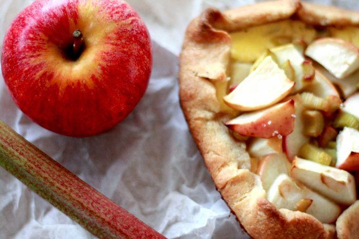 Pai med rabarbra og eple