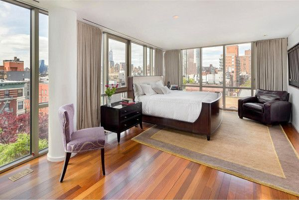 Wooden Floor on Bedroom from Gorgeous Penthouse Design with Contemporary and Luxury Concept in Manhattan 600x401 Gorgeous Penthouse Design with Contemporary and Luxury Concept in Manhattan