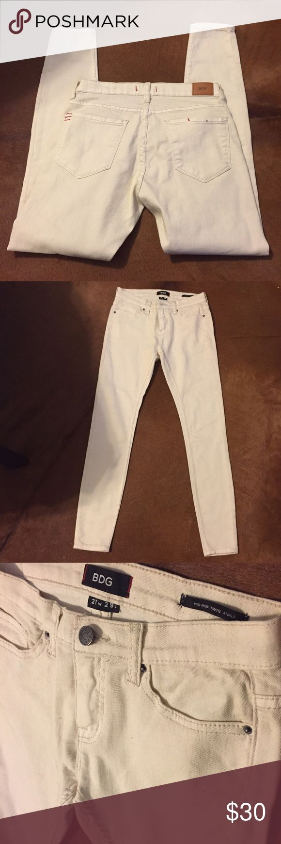 🆕BDG Ankle Jeans Urban Outfitters Mid-ride TWIG Ankle Jeans. Cream color size 27x29. Excellent condition. Urban Outfitters Jeans