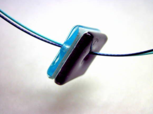 Colar de Vidro roxo/azul  Aro de metal ROXO/AZUL