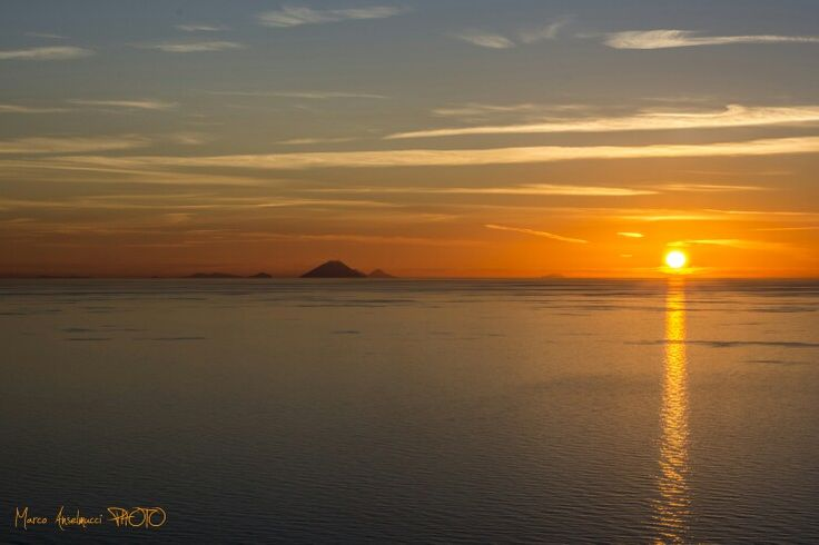 Tramonto con isole Eolie...