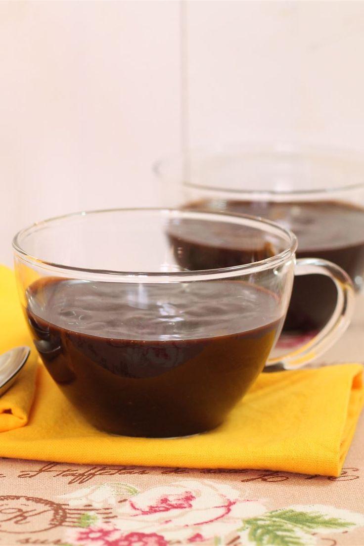 La cioccolata calda senza lattosio è una bevanda preparata con semplici ingredienti a base di latte di riso e cacao amaro ottima da consumare nel periodo invernale.