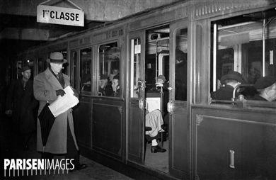 Wagon de métro de première classe. Paris, 1945.