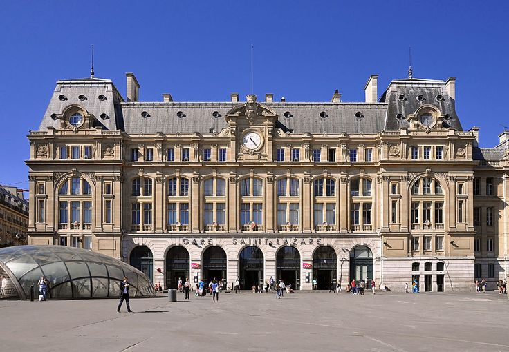 Gare de Paris-Saint-Lazare, du côté de la cour de Rome.