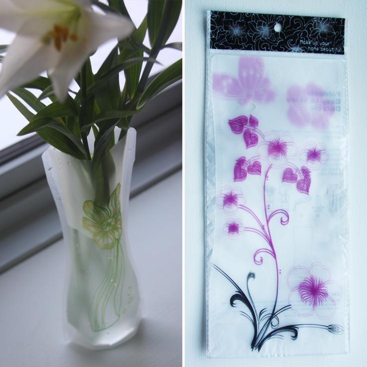 Foldbar vase – Sort/lilla/lyserød blomster, 15,-