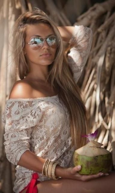 Long, blonde hair with lace top and sunglasses. wantt.