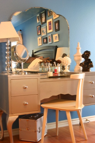 makeup vanity.. I like the color of the vanity..perfect neutral shade of grey and beige