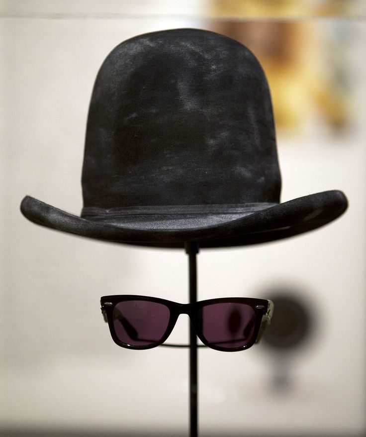 Anteojos oscuros y bombín de Billy Gibbons @ Bob Bullock Texas State History Museum, 2012 #Style #Music #Hat #ZZTop