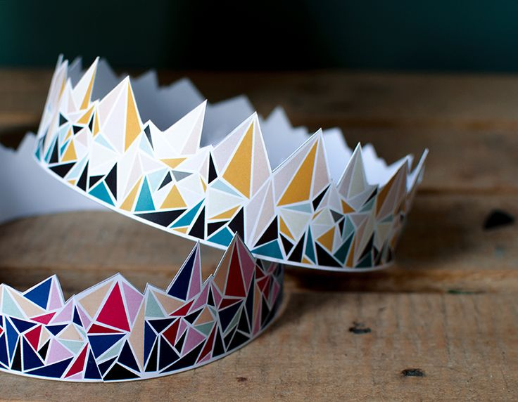 Downloadable paper crowns for the traditional French galette des rois (merci Manon Chantal!)